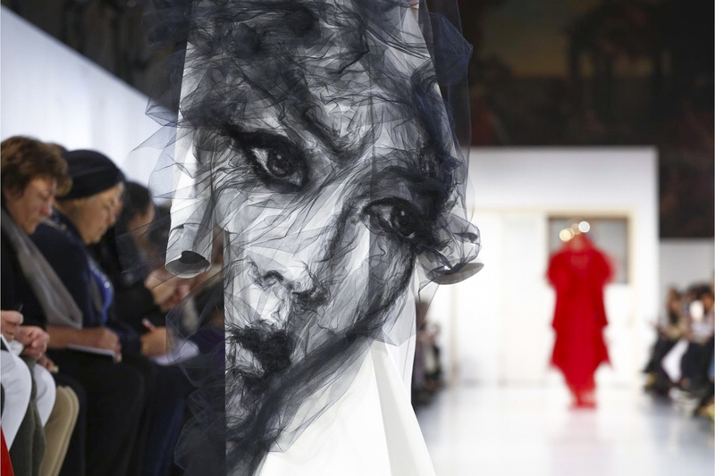 PARIS HAUTE COUTURE 2017 #5 MAISON MARGIELA FACE DRESS - vogparty